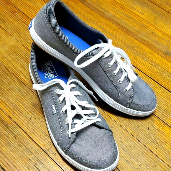 Keds women's canvas sneakers. excellent condition.
